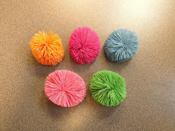 Pom Pom ball Amaya, d=6,5 cm